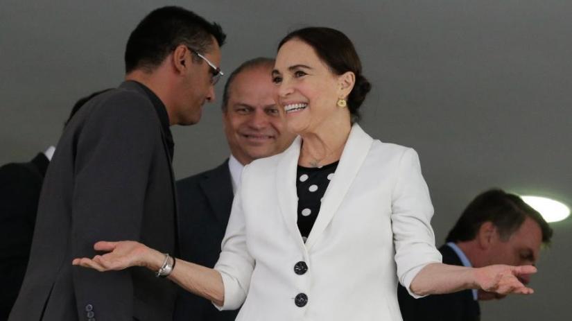 regina-duarte-durante-sua-cerimonia-de-posse-como-secretaria-especial-da-cultura-1583797357337_v2_900x506 (1)